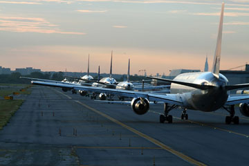 runway traffic at jfk airport, new york